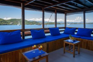 diving liveaboard indonesia / the lounge area of Liveaboard MARI