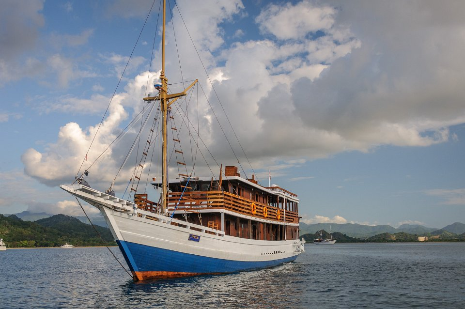 diving liveaboard indonesia / Liveaboard KLM Mari